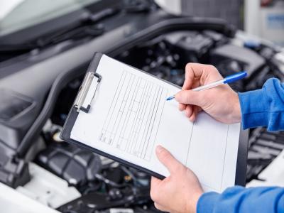 Quais itens devem ser avaliados na revisão do carro?
